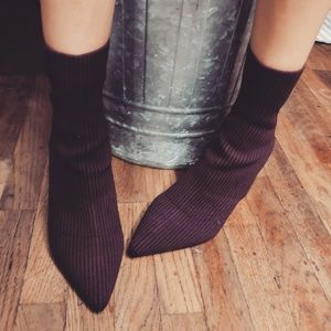 Shoes - 🆕️//The Roxanne//Purple and black sock booties